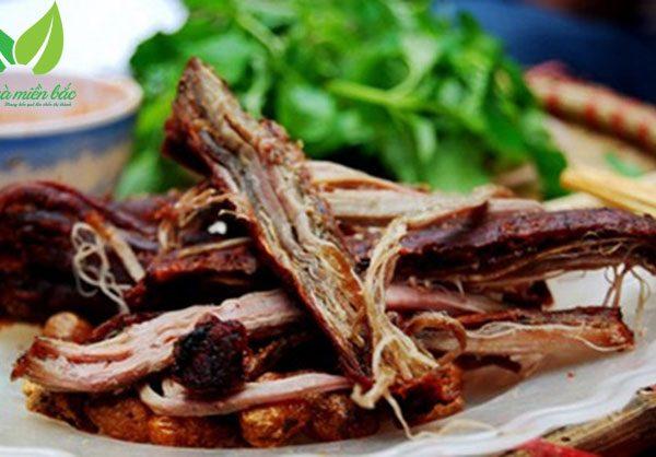 đĩa thịt lợn gác bếp đã thành phẩm