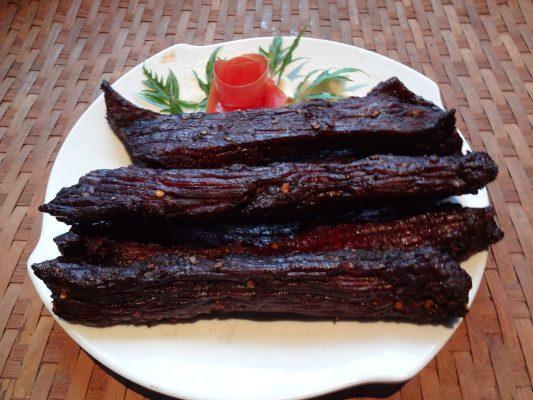 Phân biệt hương vị thịt trâu gác bếp