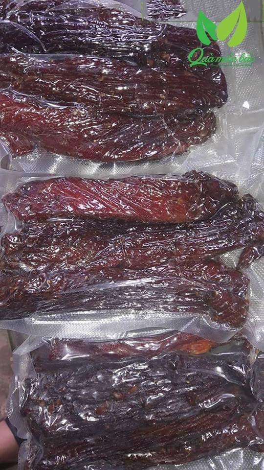 Thịt trâu gác bếp được hút chân không đảm bảo VSATTP