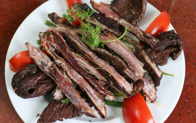 Thịt trâu gác bếp thành phẩm tươi ngon, bắt mắt