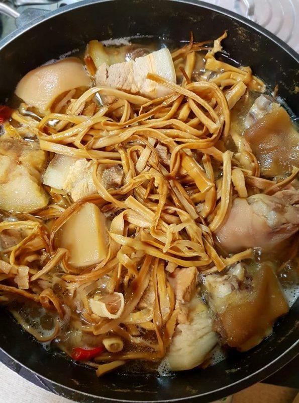 cách làm món măng lưỡi lợn kho thịt