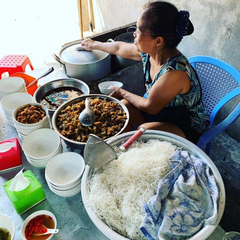 Quán bánh đa cá diếc có hơn 20 năm, 30 Ngô Quyền, Nam Định