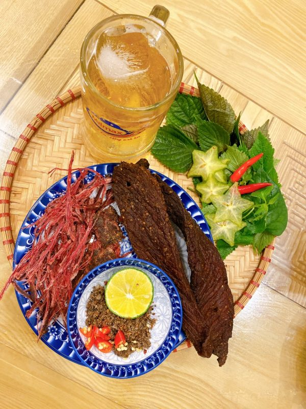 thớ thịt bò gác bếp mềm, đỏ tươi, ăn ngọt thơm